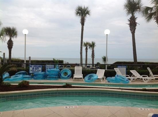 Grande Shores Ocean Resort: Beautiful view from our poolside room