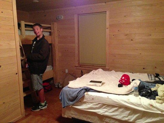 Hadley's Point Campground : Room interior