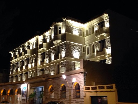 Hotel Belles Rives : The lights at night