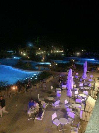 Vivosa Apulia Resort: Vista piscine dal bar Damianos