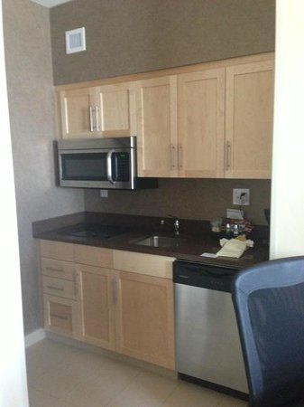 Homewood Suites by Hilton Winnipeg Airport-Polo Park, MB: Kitchen