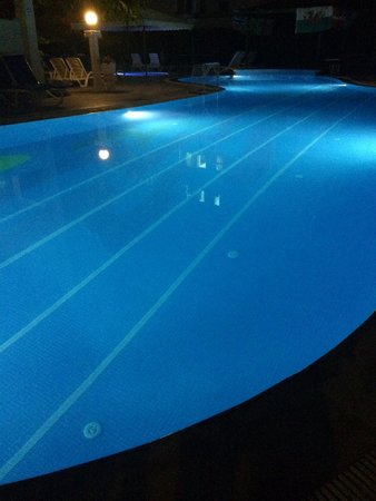 Club Evin Marmaris: Pool at night