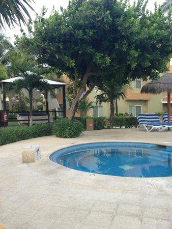 Viva Wyndham Azteca: Whirlpool, dahinter Massagebereich