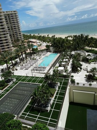 The St. Regis Bal Harbour Resort : vista da varanda