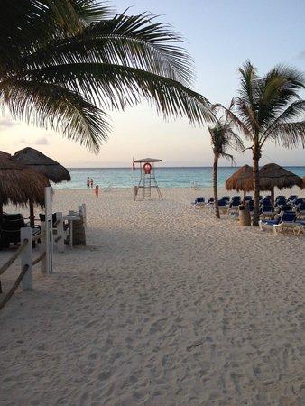 Viva Wyndham Azteca: Strand am Morgen