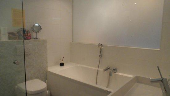 Maes B & B : 2 person bathtub