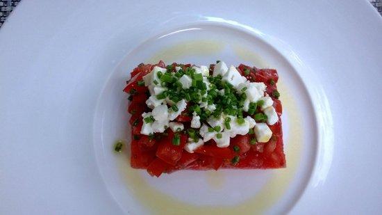 Le clos Saint-Roch : tomatoe, feta cheese, olive oil, herbs. so simple and so nice