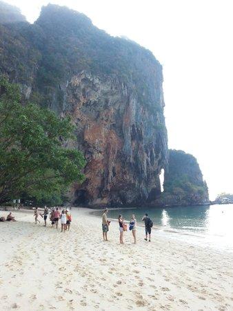 PhraNang Cave Beach: Em um extremo da praia, Phra Nang Cave