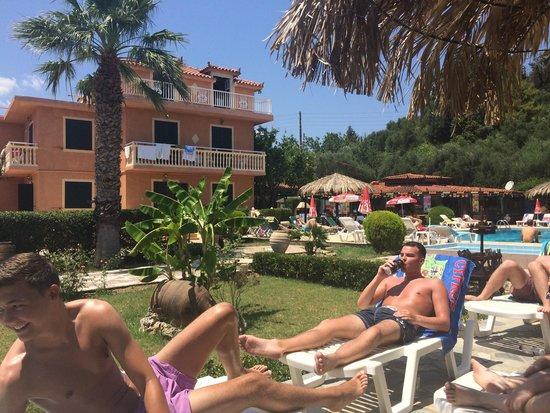 Mon Repos Apartments: Pool Area amazing!