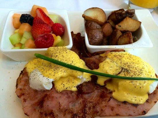 Sofitel Montreal Golden Mile: Great Eggs Benedict at breakfast