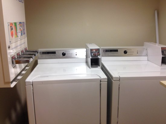 Microtel Inn & Suites by Wyndham Ponchatoula/Hammond : Laundry room