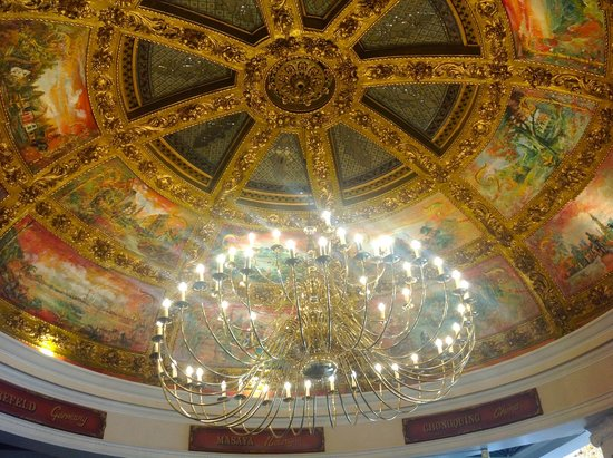 Cafe Bruxelles: The ornate domed ceiling and chandelier
