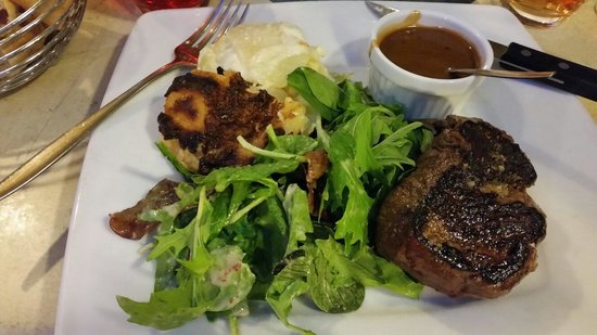 Cafe des Arcades: Beof with peppersaus