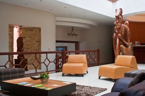 Hotel and Country Club Suerre: lobby