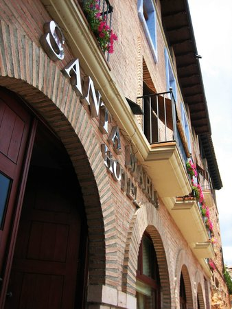 Hotel Santa Maria de Alquezar : Fachada