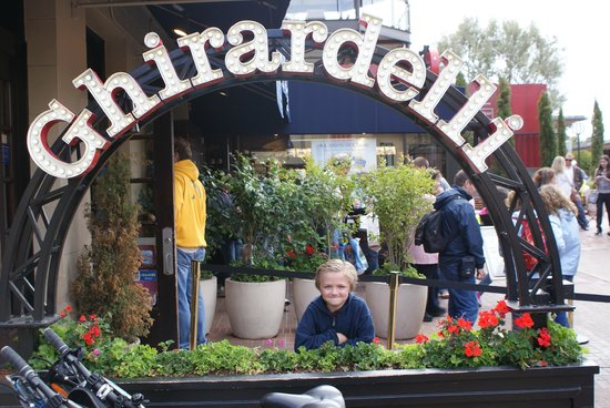 Omni San Francisco Hotel: We visited Ghiarardelli, 5-10 minutes from hotel on cable car