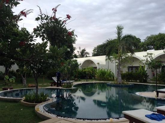 Navutu Dreams Resort & Wellness Retreat : piscina e lofts