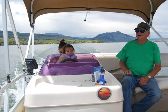 Melody Lodge Cabins: Boat Tour with Dale