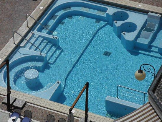 Apollo Hotel Terme: piscina con i molteplici idrossaggi