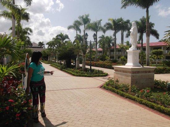 Grand Bahia Principe La Romana : Rumbo a la piscina del hotel