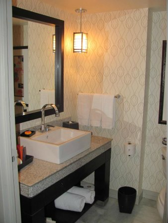 Kimpton Hotel Palomar Washington DC : Bathroom