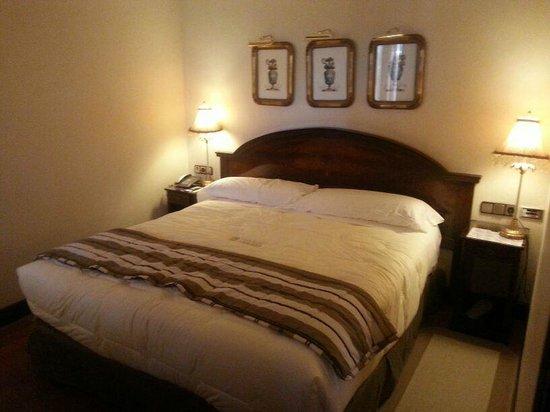 Sercotel Gran Hotel Conde Duque: Cama de la suite