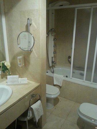 Sercotel Gran Hotel Conde Duque : Detalles del cuarto de baño