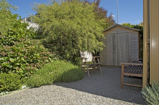 Wellington City Cottages: Garden