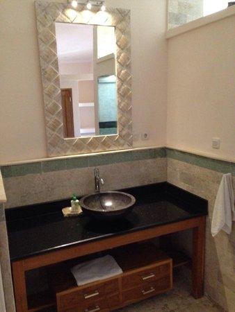 Poinciana Oceanside Resort & Retreat Centre: Bathroom