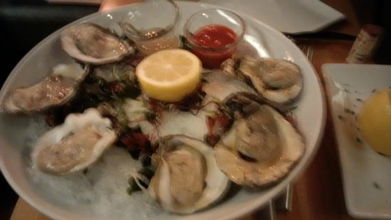 R Steak & Seafood: Oysters on the half shell