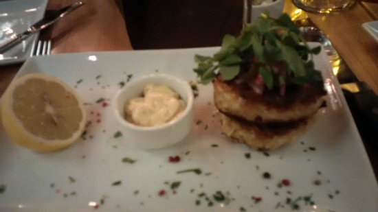 R Steak & Seafood: Crab Cakes