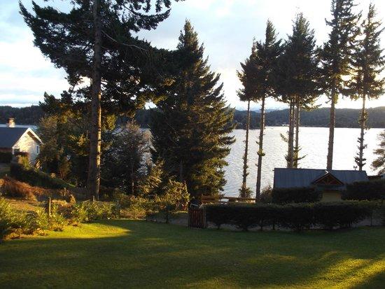 Apart Hotel Cabanas Lago Moreno: Vista desde la terraza.
