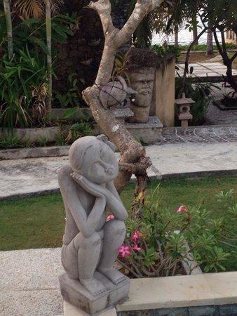 Poinciana Oceanside Resort & Retreat Centre: Garden