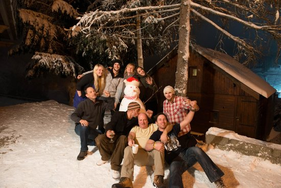 Chalet Hattiers : staff with us skiers