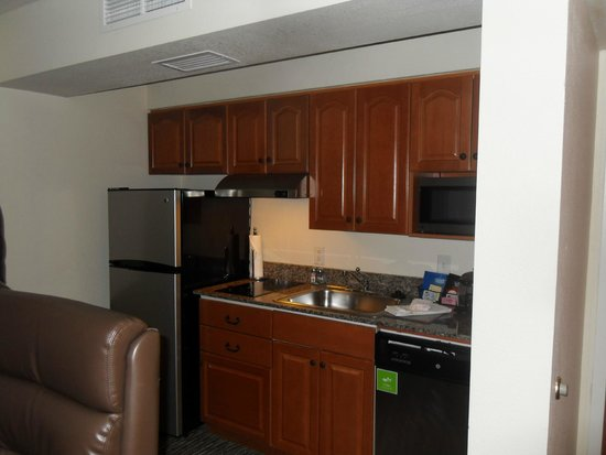 HYATT house White Plains : Kitchen