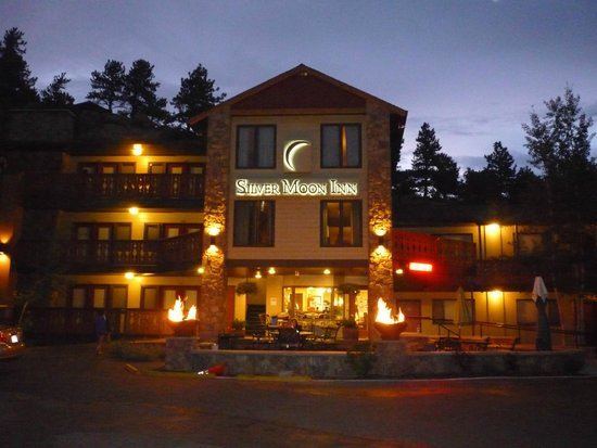 Silver Moon Inn : Silver Moon in the evening