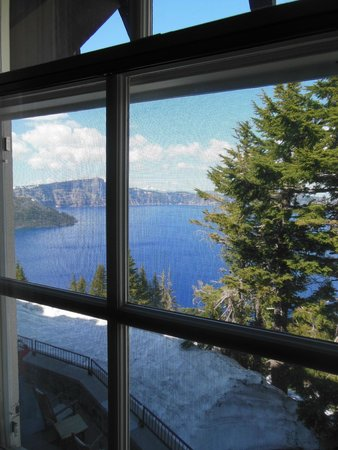 Crater Lake Lodge: Window
