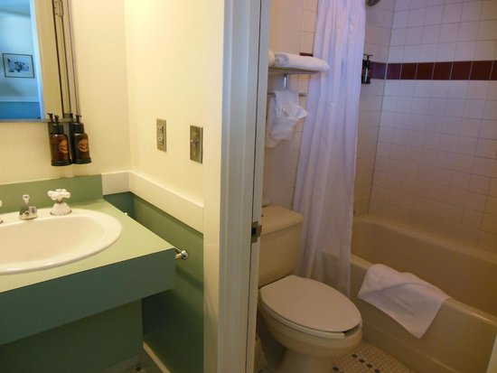 Crater Lake Lodge: Bathroom