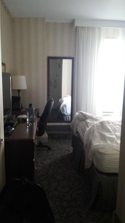 Crowne Plaza Niagara Falls - Fallsview: Tiny Room