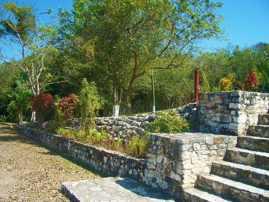 Maya-Ruinen und Museum von Cahal Pech: At the Entrance