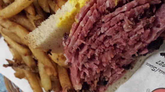 Dunn's Famous : Smoked meat sandwich