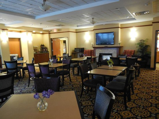 Comfort Suites Urbana Champaign, University Area: Breakfast area