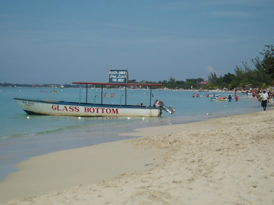 Hidden Paradise Resort Hotel: Boat rides within walking distance