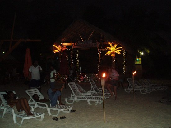 Hidden Paradise Resort Hotel: New Year's Eve on the Beach is AWESOME!!