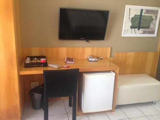 Promenade Casa Del Mar: Quarto duplo com cofre, mesa de escritório, TV, mini bar