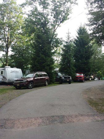 Keen Lake Camping and Cottage Resort: The majority of the campground looks like this, or two campers deep.