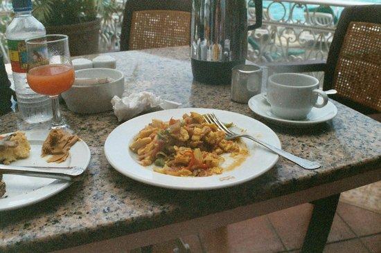 Hidden Paradise Resort Hotel: Ackee & saltfish (Jamaican national dish) and callalooooo!!  The BEST breakfast in the world.