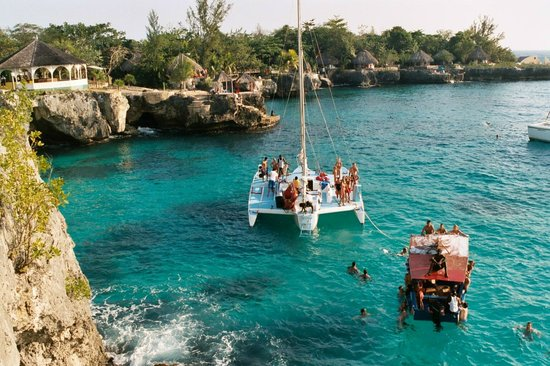 Hidden Paradise Resort Hotel: Hit the Cliffs while there for snorkeling.....