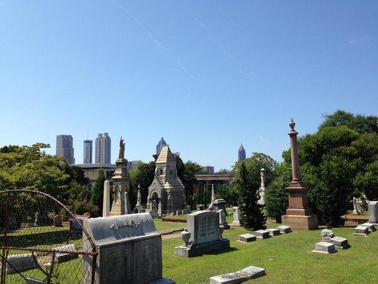 Oakland Cemetery: Oakland with the Atlanta Skyline