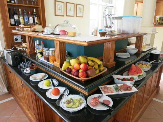 Avanti Guesthouse: The breakfast spread